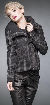 Koskovaná zimná bunda s opaskom