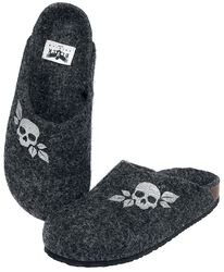 Slippers with Skull Print